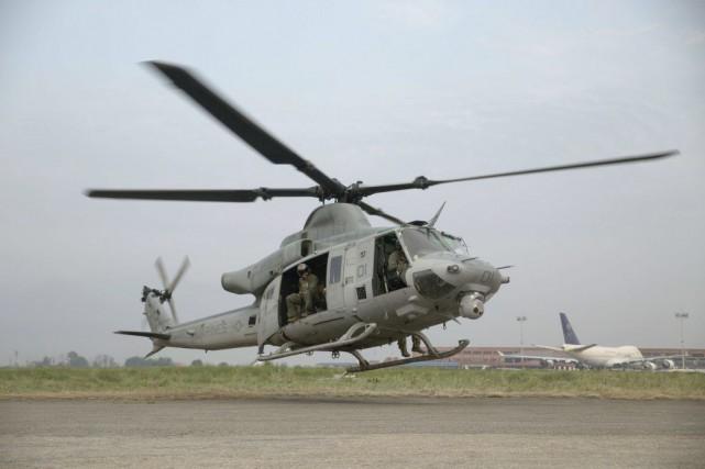 L'hélicoptère, qui transportait six Marines et deux soldats... (PHOTO AFP)