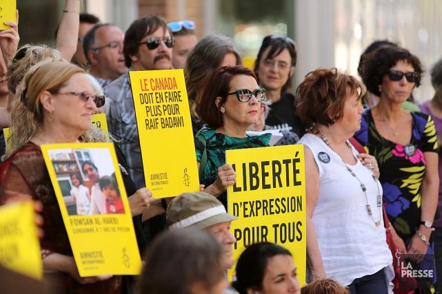 Une vigile pour Raif Badawi a été tenue... (PHOTO MARTIN CHAMBERLAND, LA PRESSE)