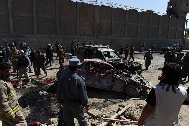 L'attentat, perpétré par un kamikaze à bord d'une... (PHOTO SHAH MARAI, AFP)