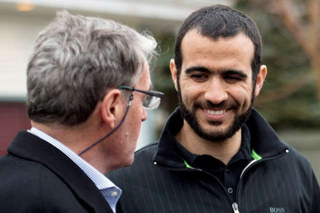 Omar Khadr et son avocat Dennis Edney, photographiés... (Photo Nathan Denette, archives PC)