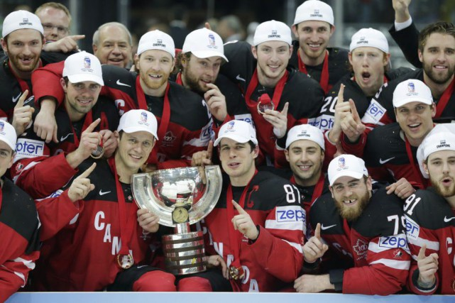 Le Canada est demeuré invaincu au Championnat mondial... (Petr David Josek, Associated Press)