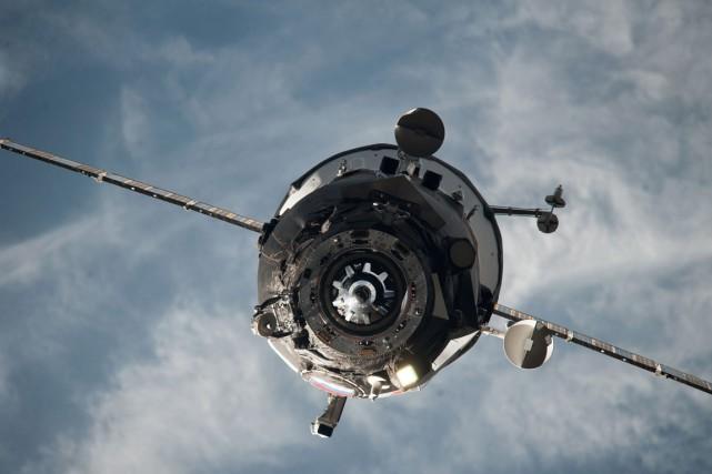 Moins d'un mois après la perte de contrôle... (Photo archives NASA via AP)