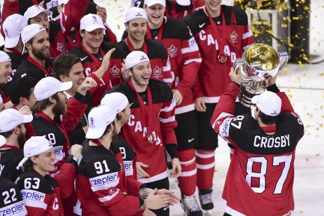 Le Canada a enfin pu soulever le trophée... (AFP, JONATHAN NACKSTRAND)