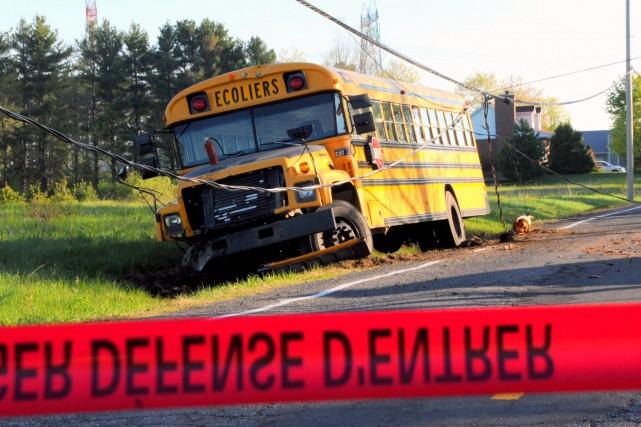 Les policiers de la SQ de Drummond ont découvert un autobus scolaire lourdement... (Collaboration spéciale, Éric Beaupré)