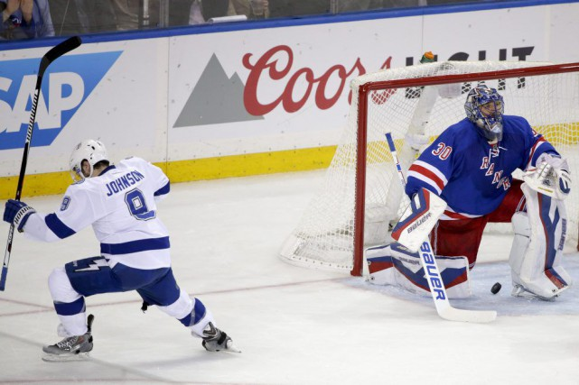 Tyler Johnson a déjoué le gardien des Rangers... (Photo: AP)