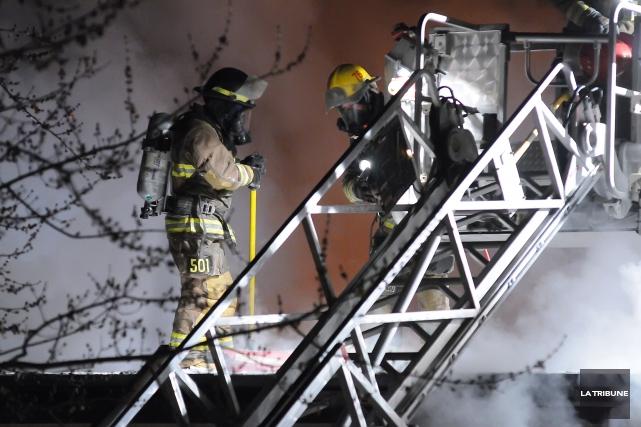 Plusieurs services incendies de la région risquent de devoir se regrouper dans... (Archives La Tribune, Julien Chamberland)