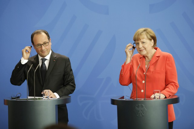 Le président français et la chancelière allemande, s'exprimant... (PHOTO MICHAEL SOHN, AP)