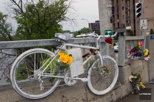 Le vélo blanc avait été installé près du... (Archives La Tribune)
