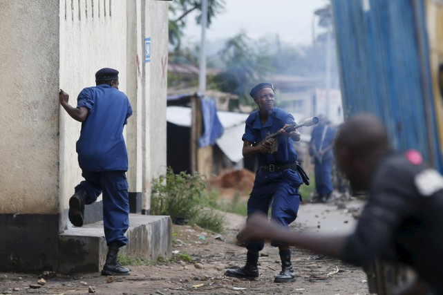 Dans les rues de Bujumbura, la mobilisation des... (PHOTO GORAN TOMASEVIC, REUTERS)