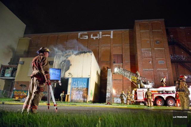 Un incendie suspect dans des locaux de l'ancienne usine C.S.Brooks a déclenché... (Imacom, Julien Chamberland)
