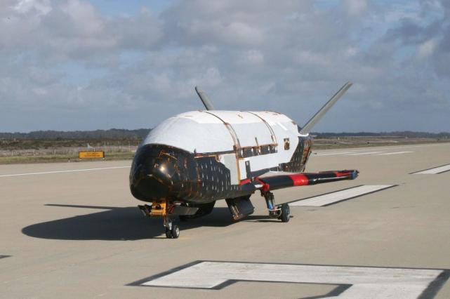Le X-37B en juin 2009 à la base... (PHOTO U.S. Air Force)
