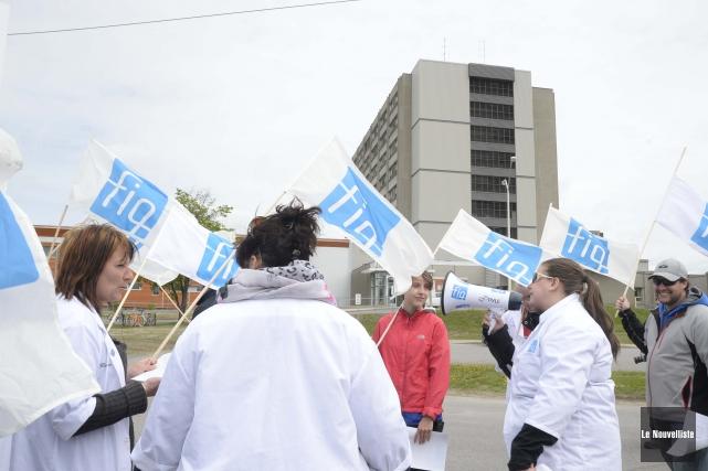 Des membres de la FIQ ont manifesté mercredi... (Photo: Sylvain Mayer Le Nouvelliste)