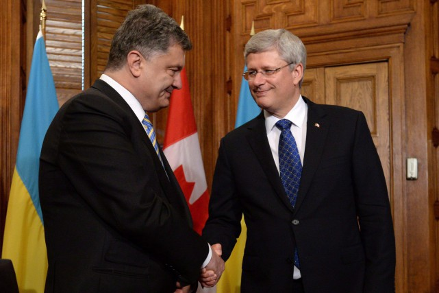 Stephen Harper avec son homologue ukrainien Petro Porochenko... (Photo Sean Kilpatrick, La Presse Canadienne)