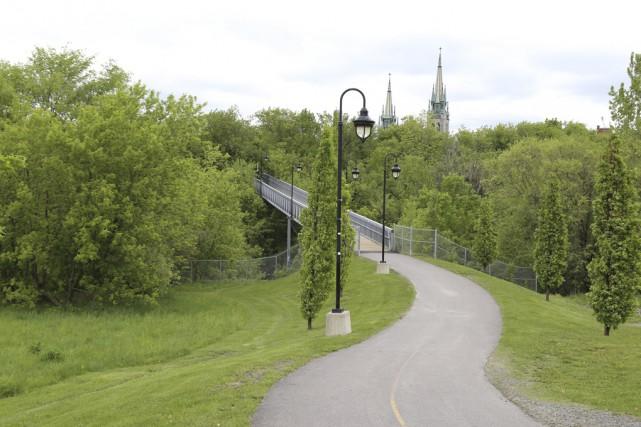 L'aménagement d'un lien cyclable entre la passerelle Miner... (- photo janick marois)