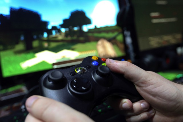 Les enfants peuvent retirer certains avantages du fait de jouer à des jeux... (PHOTO archives BLOOMBERG)