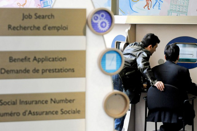 Les inscriptions hebdomadaires au chômage aux États-Unis ont fortement baissé,... (PHOTO ARCHIVES BLOOMBERG)