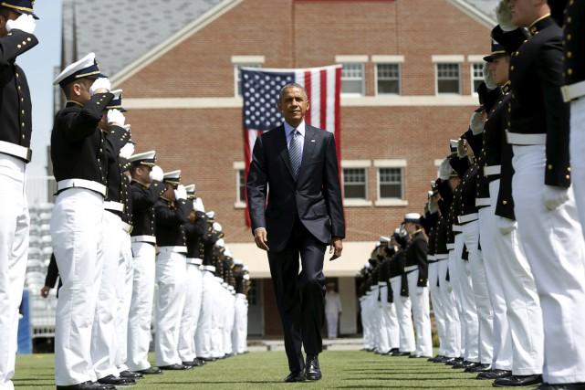Le président Obama est accueilli par une haie... (PHOTO KEVIN LAMARQUE, REUTERS)