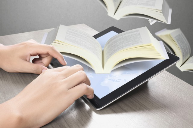 La lecture de livres numériques est beaucoup associée aux liseuses. Pourtant,... (Photo Digital/Thinkstock)