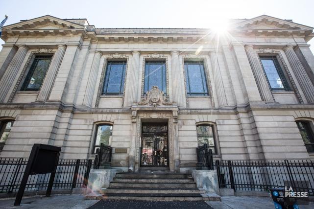 La bibliothèque Saint-Sulpice, de style Beaux-Arts.... (PHOTO OLIVIER PONTBRIAND, LA PRESSE)
