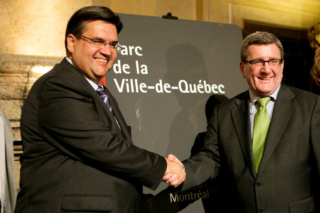 Denis Coderre, maire de Montréal, et son homologue... (PHOTO OLIVIER JEAN, LA PRESSE)