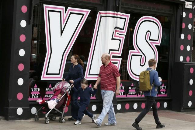 Les ultimes sondages indiquent que le Oui devrait... (PHOTO CATHAL MCNAUGHTON, REUTERS)