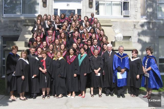 Les derniers diplômés du Campus d'Alfred représentent une... (Martin Brunette, LeDroit)