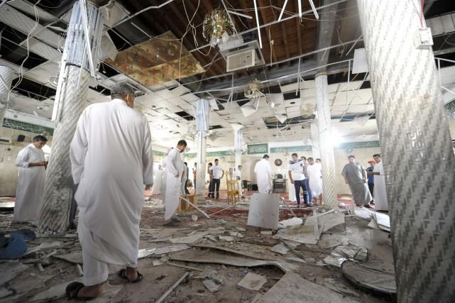 L'attentat-suicide a été commis dans une mosquée chiite... (PHOTO AFP/STR)