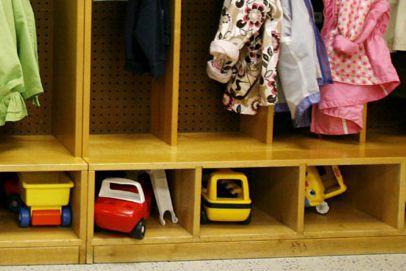 Le stationnement à l'école élémentaire catholique Ste-Trinité cause bien des... (Archives, Associated Press)