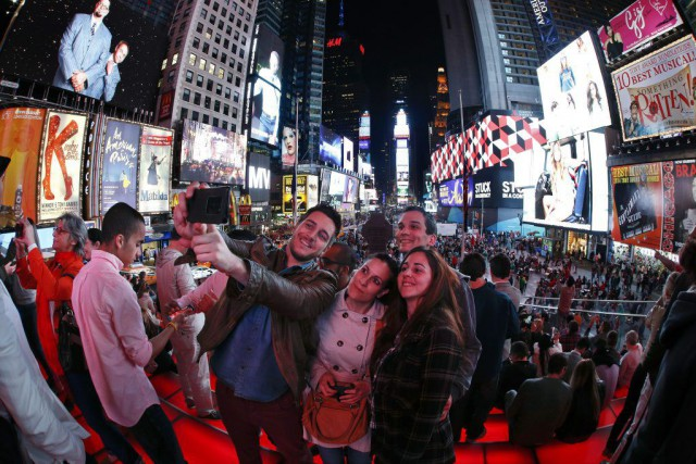 Selfie à Times Square... (PHOTO JULIE JACOBSON, AP)