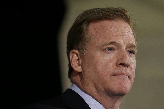 Le commissaire de la NFL, Roger Goodell... (Photo Jeff Chiu, ARCHIVES AP)