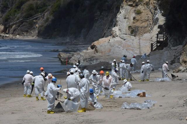 Quelque 300 agents de nettoyage ont été mobilisés... (PHOTO MARK RALSTON, AFP)