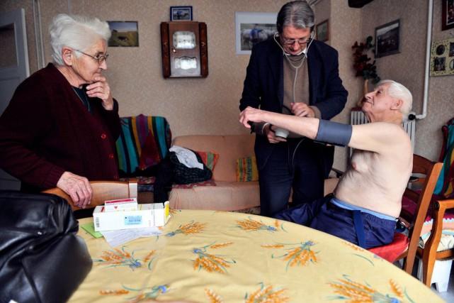 Le type de médecine de campagne auquel les... (PHOTO THIERRY ZOCCOLAN, ARCHIVES AFP)