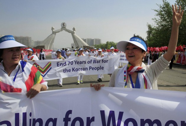 Avec ce geste, les militantes espèrent faire avancer... (Photo Jon Chol Jin, AP)