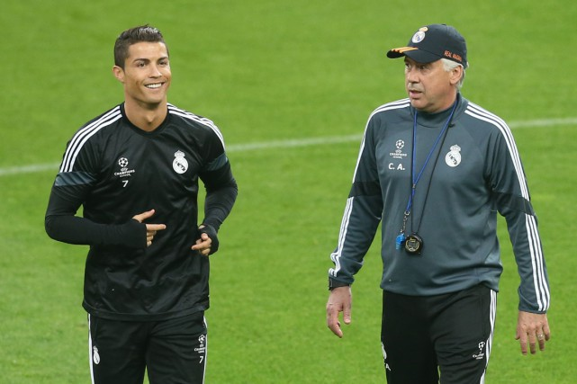 Cristiano Ronaldo et Carlo Ancelotti... (PHOTO MARCO BERTORELLO, ARCHIVES AFP)