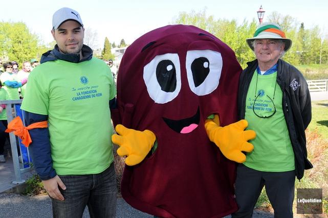 C'est à Saguenay qu'ont marché le néphrologue Jérôme... (Photo Le Quotidien)