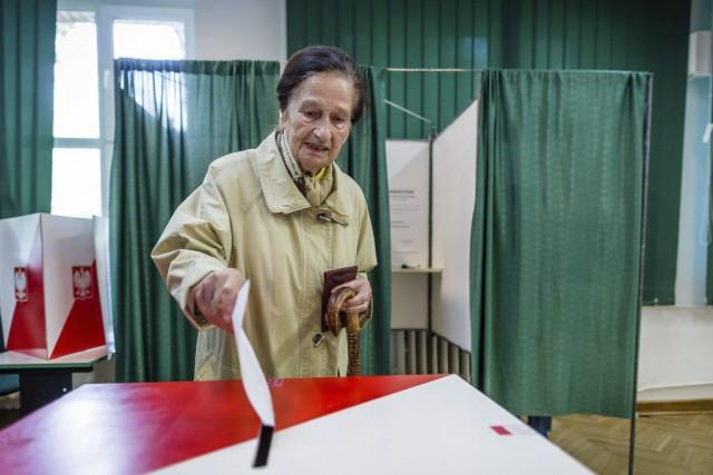 La commission électorale polonaise a décidé de repousser de 90 minutes la... (PHOTO WOJTEK RADWANSKI, AFP)