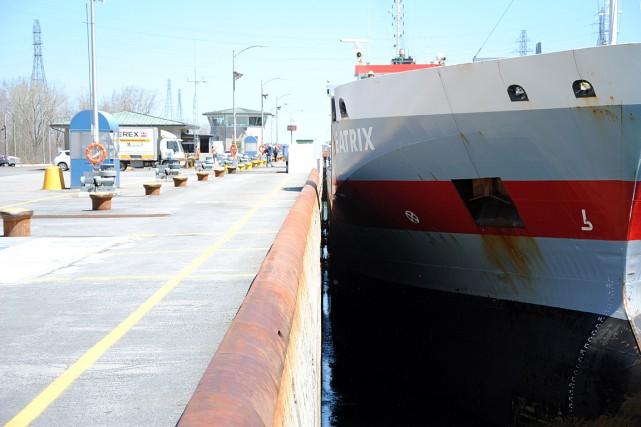 Le système d'amarrage «mains libres» permet d'immobiliser un... (Photo fournie par la Corporation de gestion de la voie maritime du Saint-Laurent)