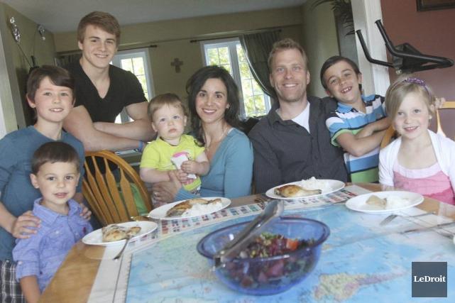 Renée et Michael Kastner, entourés de leurs enfants... (Etienne Ranger, LeDroit)