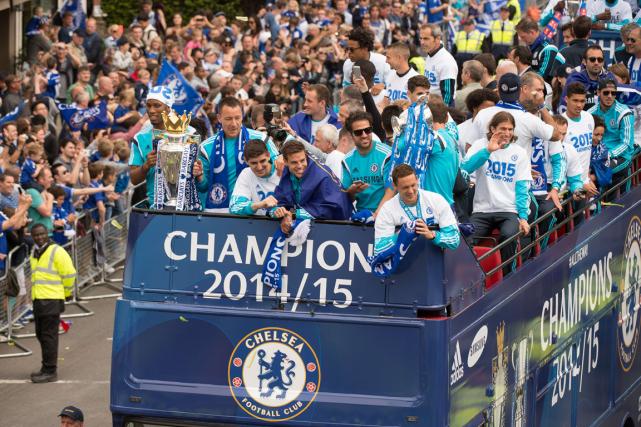 Des hordes de supporteurs de Chelsea sont venus... (Photo Leon Neal, AFP)