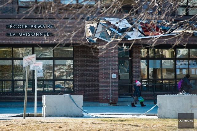 Les policiers de Sherbrooke ont ouvert une enquête, lundi matin, à la suite de... (Archives La Tribune, Jessica Garneau)