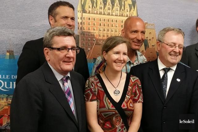 Le maire Régis Labeaume et le président d'honneur... (Le Soleil, Valérie Gaudreau)