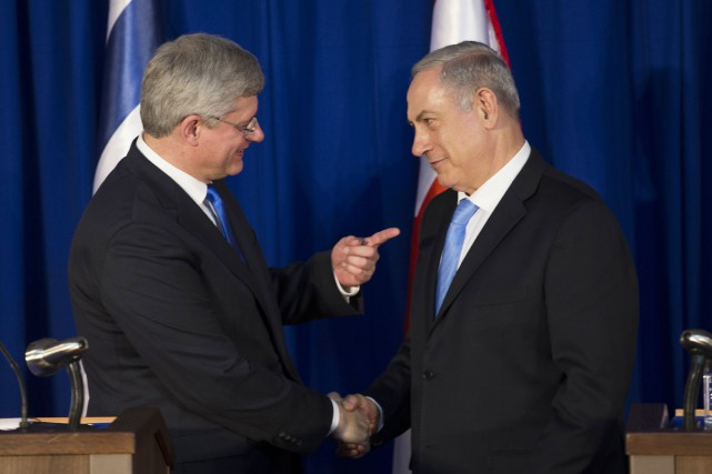 Stephen Harper et Benyamin Nétanyahou... (Photo RONEN ZVULUN, archives Reuters)