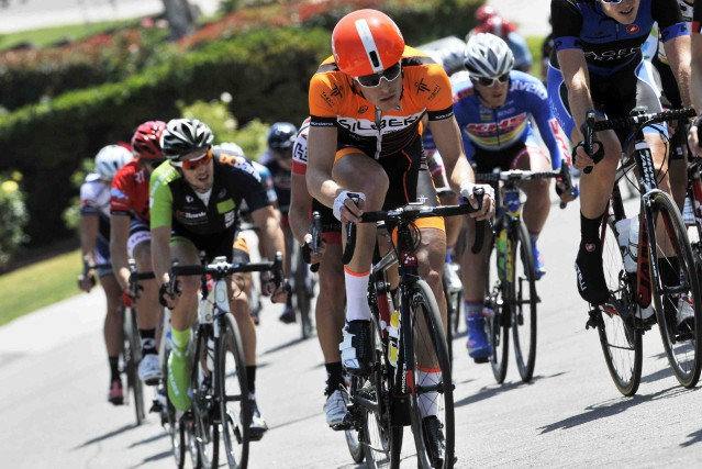 Elliott Doyle (maillot orange) a convenu avec les... (Photo courtoisie)