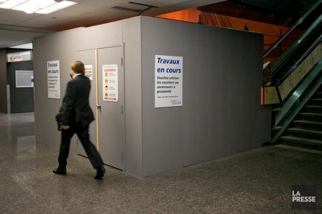 Des arches de détection personnelle seront installées aux... (PHOTO DAVID BOILY, LA PRESSE)