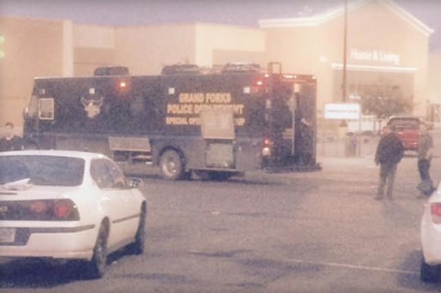 Les policiers se sont présentés sur place un... (PHOTO KXJB/CBSNEWS)