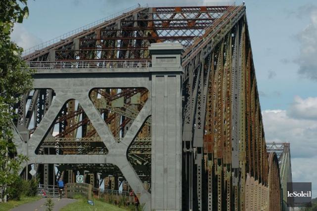 Le pont de Québec... (PHOTO ARCHIVES, LE SOLEIL)