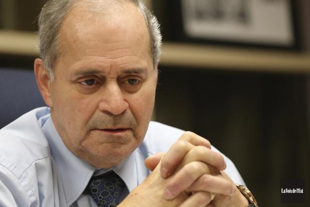 Le maire Arthur Fauteux.... (photo Alain Dion, archives La Voix de l'Est)