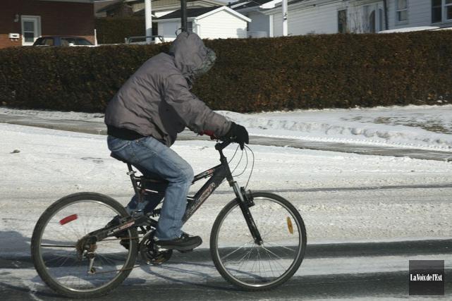 Le conseiller Daniel Champagne, responsable du dossier vélo au conseil, doit... (Archives, La Voix de l'Est)