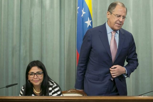 Le ministre russe des Affaires étrangères Sergueï Lavrovavec... (PHOTO IVAN SEKRETAREV, AP)