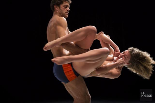 Mettez deux corps sur scène. Inévitablement, une relation se dessine entre eux.... (Photo: Denis Farley, fournie par le FTA)